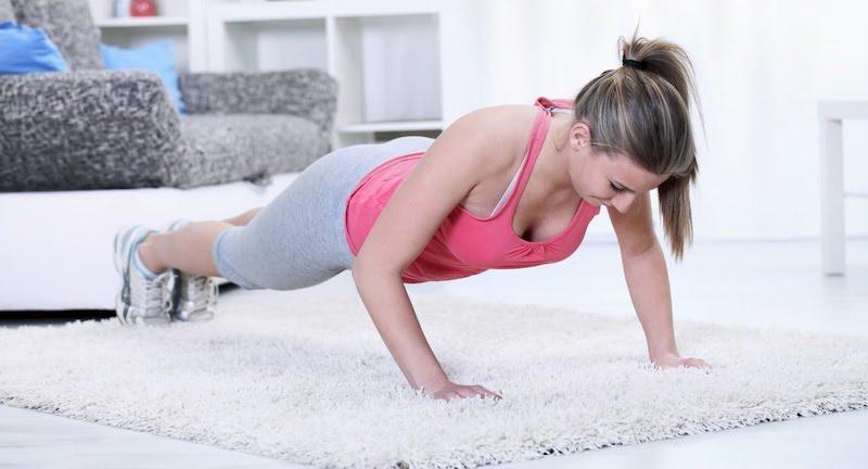 Как заниматься спортом в домашних условиях для девушек