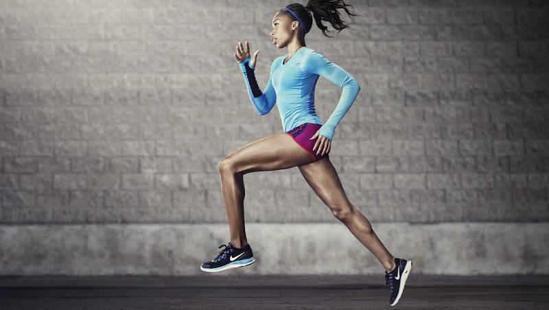 Также при помощи упражнений развивается быстрота реакций и улучшается состояние здоровья. Но для того, чтобы достигнуть хороших результатов и не навредить себе, нужно знать, как подобрать фитнес программу, чем питаться, где заниматься и, конечно же, какой именно вид занятий подходит вам. sp2 Прежде всего, нужно определиться, где вы хотите заниматься: в спортзале, специальной студии или же у себя дома. Фитнес дома для похудения и улучшения здоровья имеет много плюсов. Это тренировки в удобное время, низкая цена, свобода выбора одежды, музыки и фитнес программы для занятий. Но есть и отрицательные моменты, и о них не стоит забывать. Фитнес дома для похудения не так систематизирован и строг, а это поможет вам находить предлоги, чтобы выполнять упражнения не в полную силу или же совсем отменить занятия. Кроме того, слишком сильная нагрузка может привести к ухудшению вашего здоровья и даже к серьёзным проблемам. Прежде всего, нужно определиться, где вы хотите заниматься: в спортзале, специальной студии или же у себя дома. Фитнес дома для похудения и улучшения здоровья имеет много плюсов. Это тренировки в удобное время, низкая цена, свобода выбора одежды, музыки и фитнес программы для занятий. Но есть и отрицательные моменты, и о них не стоит забывать. Фитнес дома для похудения не так систематизирован и строг, а это поможет вам находить предлоги, чтобы выполнять упражнения не в полную силу или же совсем отменить занятия. Кроме того, слишком сильная нагрузка может привести к ухудшению вашего здоровья и даже к серьёзным проблемам.
