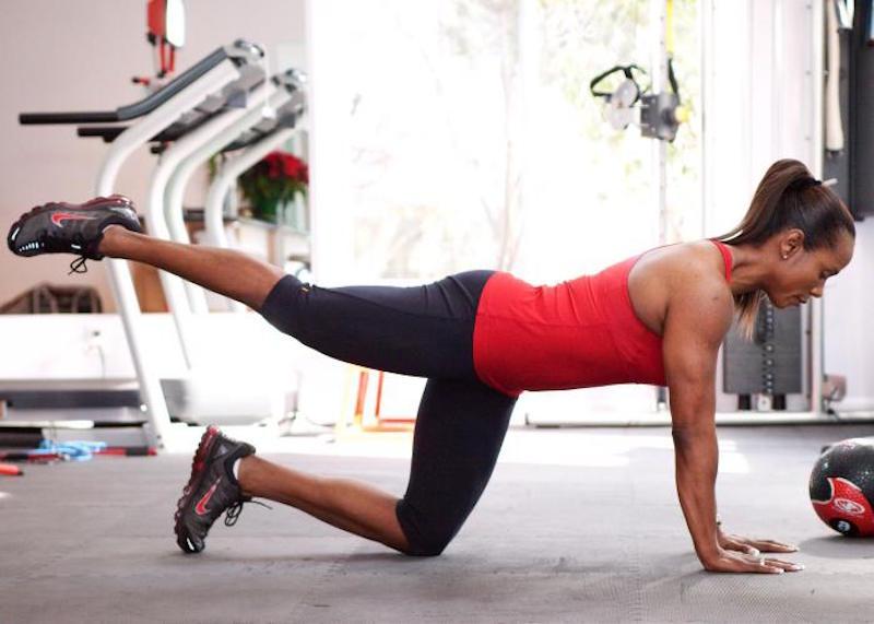 Упражнение на выброс ног