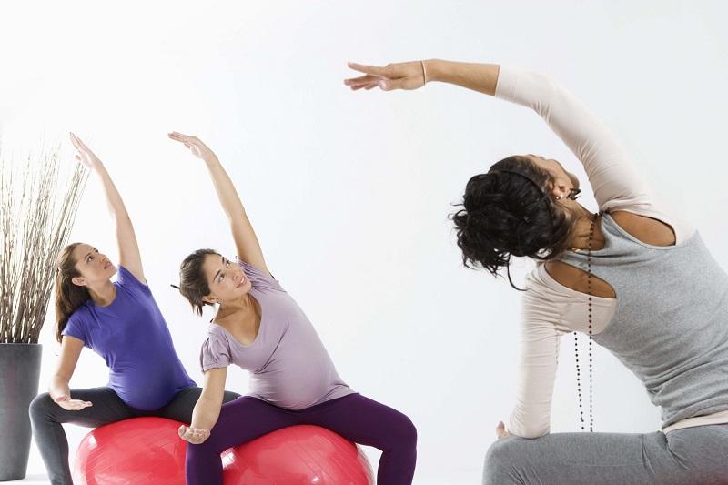 Упражнение №3 с фитболом для беременных