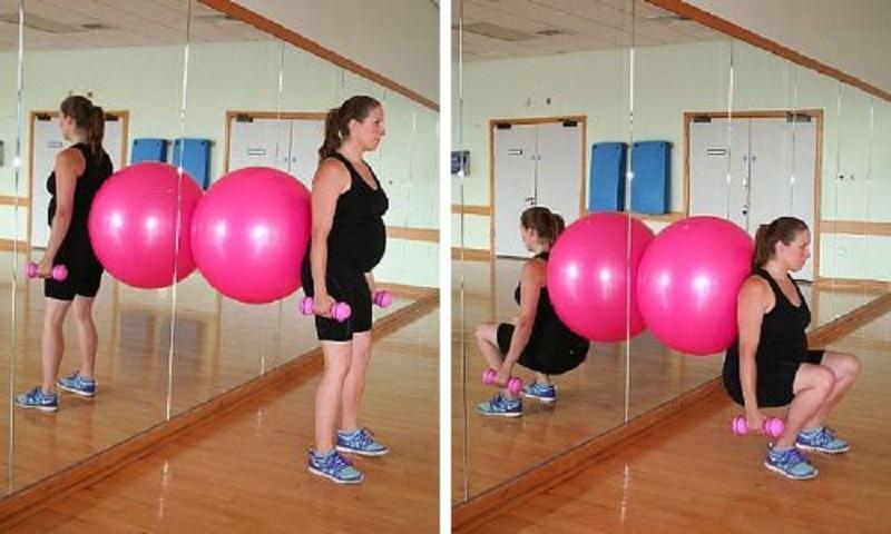 Упражнение №5 с фитболом для беременных