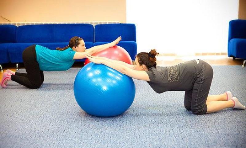 Упражнение №6 с фитболом для беременных