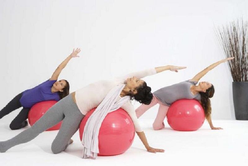 Упражнение №7 с фитболом для беременных