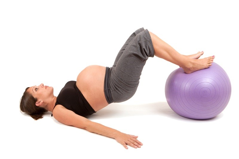 Упражнение №8 с фитболом для беременных