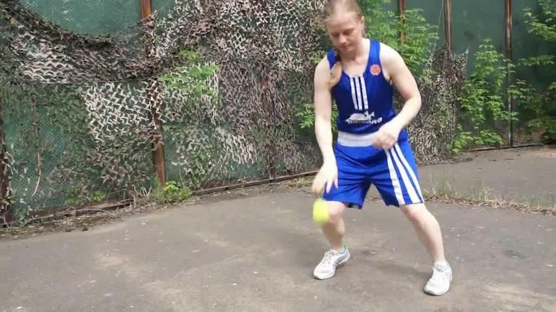 Набивание руками мяча