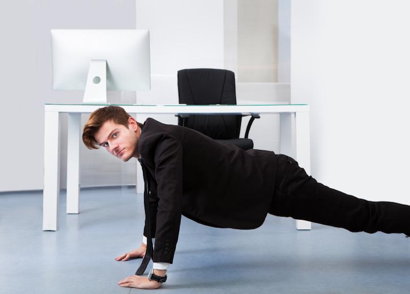 Офисный фитнес или упражнения, которые позволят держать себя в форме