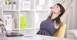 Действенные упражнения, если у вас на работе постоянно затекает спина и шея
