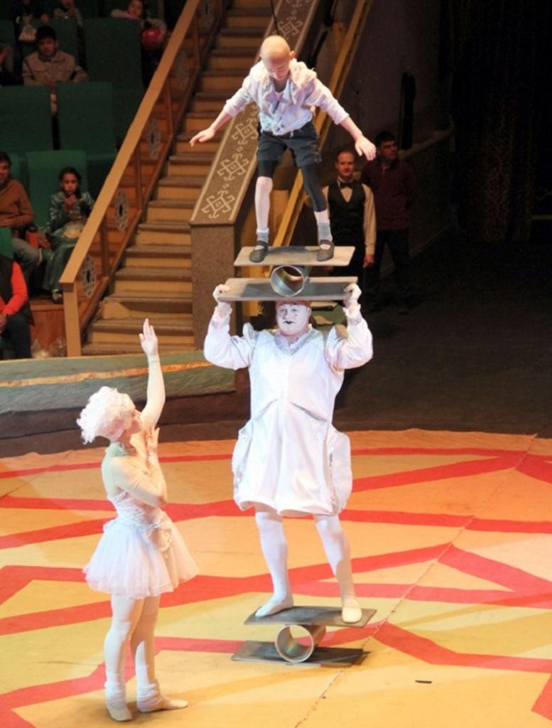 Акробатика на баланс борде