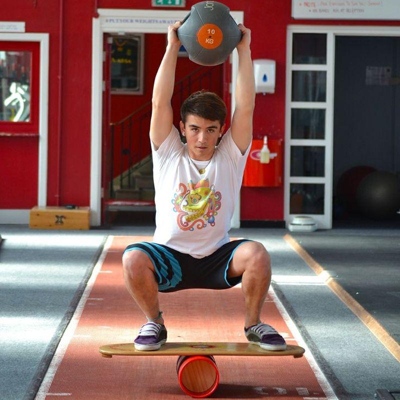 Кроссфит-упражнения на баланс борде
