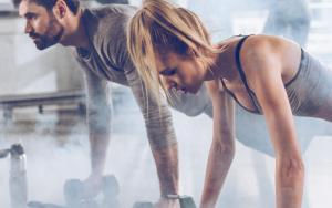 Как правильно возвращаться к тренировкам после перерыва для мужчин и женщин: делать акцент на сжигании жира или росте мускулатуры?